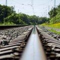 На Коростенщині 14-річну дівчинку знайшли на залізничних коліях