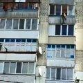 38-летнюю жительницу Житомира, которая хотела спрыгнуть с 10 этажа, спас офицер патрульной полиции, случайно оказавшийся неподалеку