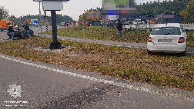 На Бердичівському шосе зіштовхнулись ВАЗ та Skoda. ФОТО