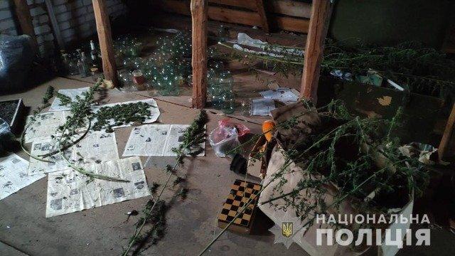 У Коростишеві з оселі 35-річного чоловіка вилучили наркотичні запаси. ФОТО