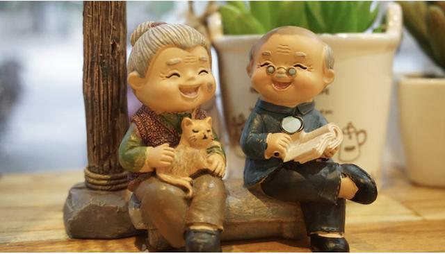 Сьогодні - День бабусь та дідусів: вітання та листівки