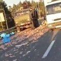 ДТП под Житомиром: трассу укрыли куриные окорочка