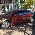 В центрі Житомира автівка влетіла в зупинку громадського транспорту. ФОТО
