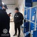 У Житомирі затримали чоловіка, якого розшукували за крадіжку в іншому регіоні. ФОТО