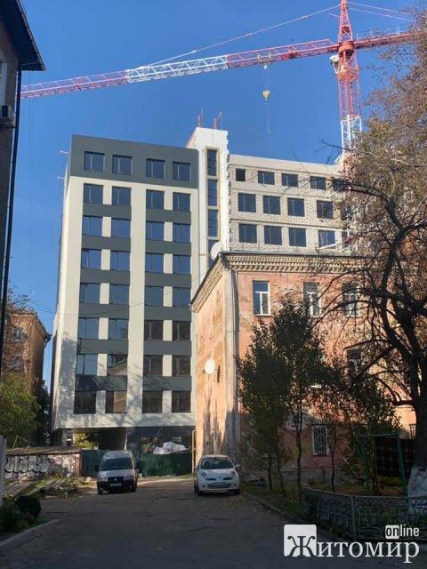 У центрі Житомира в дворі житлових будинків для бізнес-центру зроблять парковку